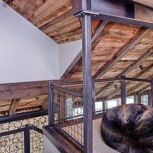 Неиссякаемый источник вдохновения для домашнего уюта: лестница в стиле рустика