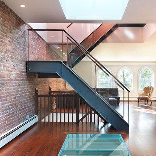 Diseño de escalera en U, contemporánea, pequeña