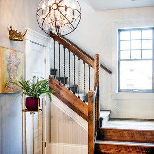 Foto de escalera en L, campestre, de tamaño medio, con escalones de madera y contrahuellas de madera