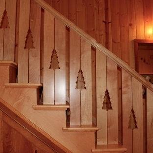 Modelo de escalera en L, rústica, de tamaño medio, con escalones de madera y contrahuellas de madera