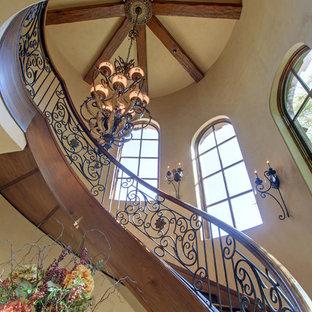 Diseño de escalera suspendida, rural, con escalones de madera y contrahuellas de madera