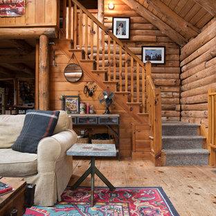 Inspiration för rustika l-trappor i trä, med sättsteg i trä