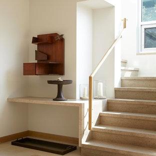 Modern inredning av en stor l-trappa