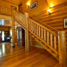 Traditional Staircase by Mountain Log Homes of CO, Inc.