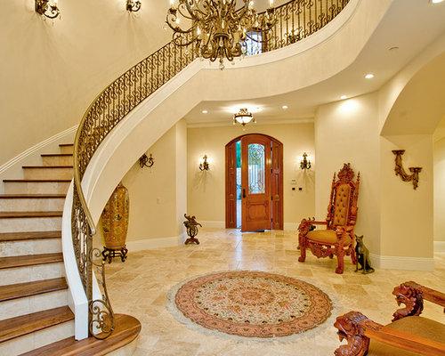 Treppenhaus mit gefliesten setzstufen im landhausstil ...
