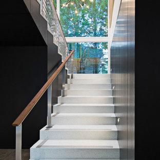 """Idee per una scala a """"U"""" minimalista di medie dimensioni con pedata in cemento, alzata in cemento e parapetto in materiali misti"""