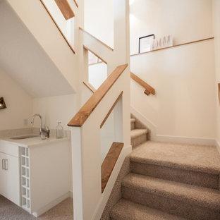 Foto de escalera en U, escandinava, pequeña, con escalones enmoquetados y contrahuellas enmoquetadas