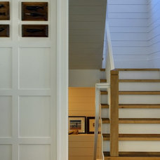 Transitional Staircase by Shelter 7