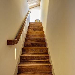 Imagen de escalera recta vintage