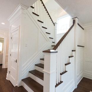Modelo de escalera en U, clásica, grande, con escalones de madera y contrahuellas de madera