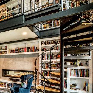 Diseño de escalera de caracol, industrial, sin contrahuella, con escalones de madera y barandilla de metal