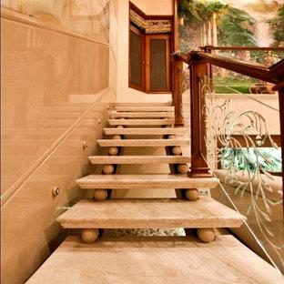 バンガロールのアジアンスタイルのおしゃれな階段の写真