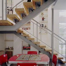 Modern Staircase by Studio Momentum Architects, PC