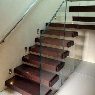 Ejemplo de escalera suspendida, actual, pequeña, sin contrahuella, con escalones de madera