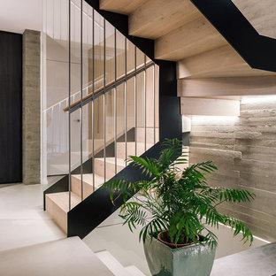Ejemplo de escalera en U, contemporánea, de tamaño medio, con escalones de madera, contrahuellas de madera y barandilla de madera