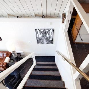 Foto de escalera recta, ecléctica, de tamaño medio, sin contrahuella, con escalones enmoquetados y barandilla de varios materiales