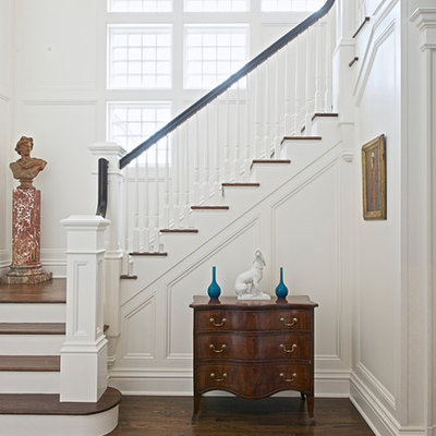 Example of a classic wooden wood railing staircase design in New York