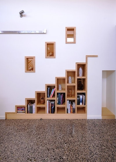 Contemporary Staircase by Positive Footprints Pty Ltd