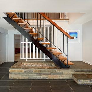 Diseño de escalera recta, retro, sin contrahuella, con escalones de madera