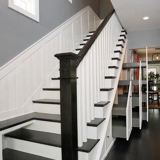 Modelo de escalera recta, moderna, de tamaño medio, con escalones de madera pintada y contrahuellas de madera pintada