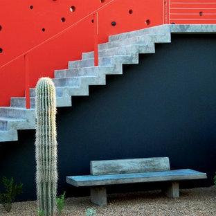 フェニックスの広いコンクリートのコンテンポラリースタイルのおしゃれな直階段 (コンクリートの蹴込み板) の写真