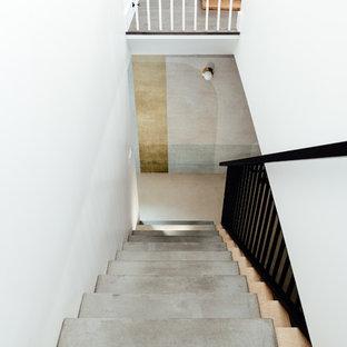 ソルトレイクシティの中サイズのコンクリートのエクレクティックスタイルのおしゃれなフローティング階段 (木の蹴込み板、金属の手すり) の写真