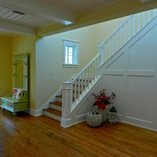 Traditional Staircase by Lendry Homes
