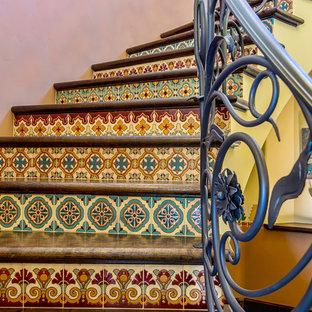 ロサンゼルスの巨大な地中海スタイルのおしゃれな階段の写真