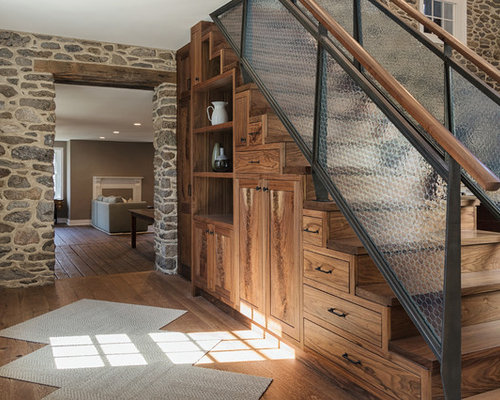 ejemplo de escalera recta rural con escalones de madera de madera y