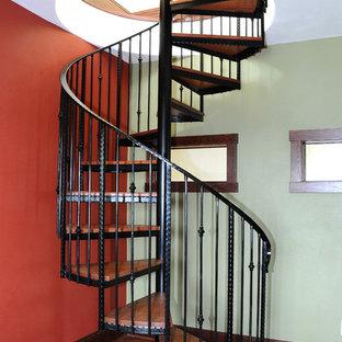 Modelo de escalera de caracol, de estilo americano, pequeña, sin contrahuella, con escalones de madera