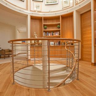 Diseño de escalera de caracol, actual, pequeña, con escalones de hormigón y contrahuellas de hormigón