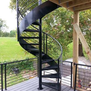 チャールストンの金属製のモダンスタイルのおしゃれな階段 (金属の手すり) の写真