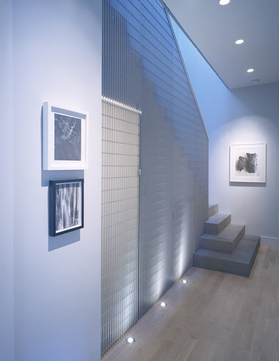 Contemporary Staircase by John Lum Architecture, Inc. AIA