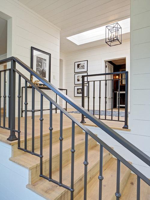 landhausstil holztreppen mit holz setzstufen ideen f r treppenaufgang treppenhaus. Black Bedroom Furniture Sets. Home Design Ideas
