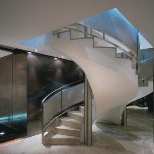 メルボルンの中くらいのコンクリートのコンテンポラリースタイルのおしゃれならせん階段 (コンクリートの蹴込み板) の写真