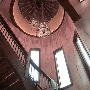 Modelo de escalera curva, minimalista, extra grande, con escalones de madera y contrahuellas de madera