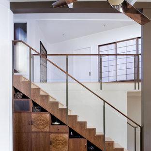Immagine di una scala a rampa dritta contemporanea con pedata in legno e alzata in legno