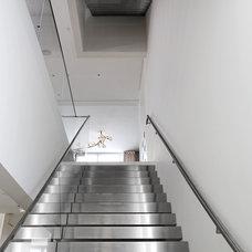 Contemporary Staircase by d'apostrophe design, inc.
