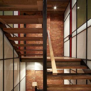 "Idee per una scala a ""U"" industriale con pedata in legno e nessuna alzata"
