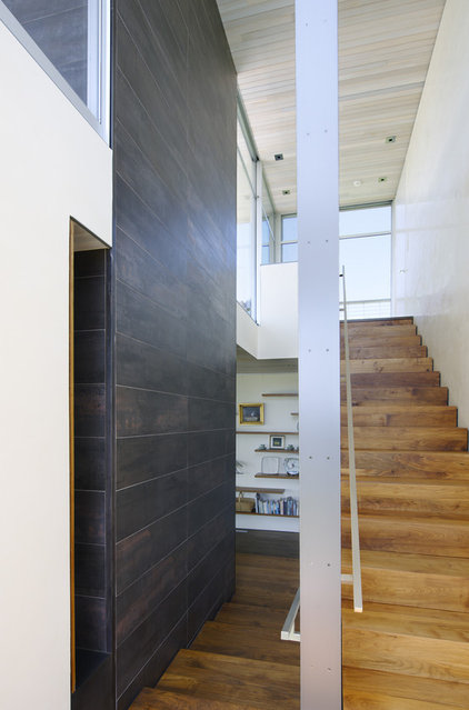 Contemporary Staircase by Maryann Thompson Architects