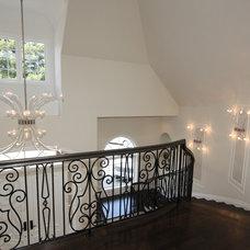 Traditional Staircase by Nina sobiNina Design