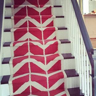 ローリーのトランジショナルスタイルのおしゃれな階段の写真
