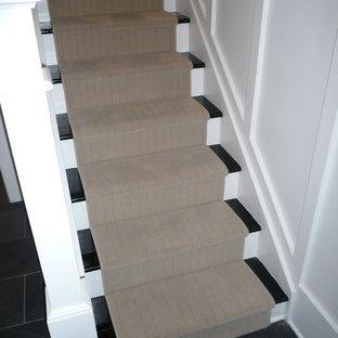 オタワの中サイズのタイルのコンテンポラリースタイルのおしゃれな直階段 (フローリングの蹴込み板) の写真