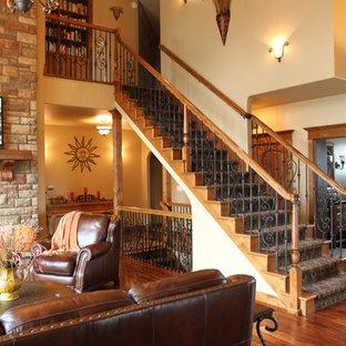 Diseño de escalera recta, rural, grande, con escalones enmoquetados y contrahuellas enmoquetadas