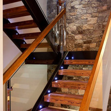 Contemporary Staircase by Begrand Fast Design Inc.