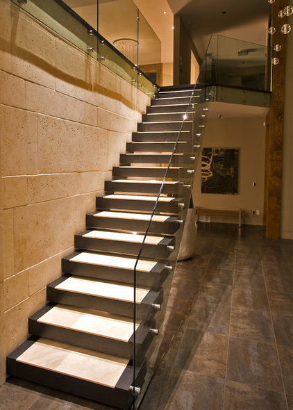 Modern Staircase by Begrand Fast Design Inc.