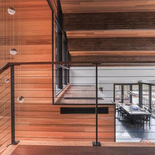 Foto de escalera en U, rústica, grande, sin contrahuella, con escalones de madera y barandilla de cable