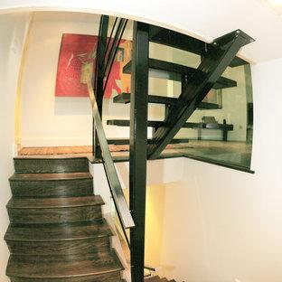 ワシントンD.C.の中サイズの木のコンテンポラリースタイルのおしゃれな階段の写真