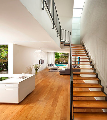 Modern Staircase by Elad Gonen
