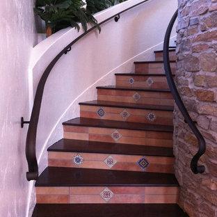 Idées déco pour un escalier méditerranéen.